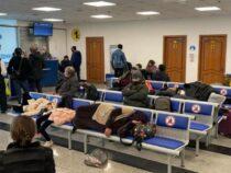Застрявшие ваэропорту Алматы кыргызстанцы вернутся вБишкек после полуночи