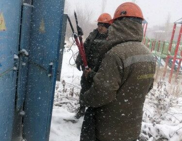 Некоторые районы из-за сильного снегопада остались без электричества