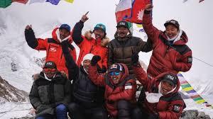 Группа непальских альпинистов покорила вторую по высоте вершину в мире