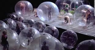 Концерт в огромных пузырях устроила американская рок-группа