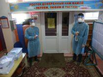 На избирательных участках в Кыргызстане дежурят более пяти тысяч медиков