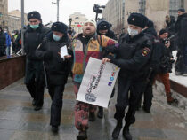 В Москве и Петербурге начались задержания оппозиционеров