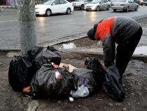 Мэрия Бишкека призывает хозсубъекты выносить мусор до 8 утра
