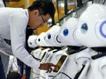 В одной из библиотек Китая поссорились два робота-ассистента