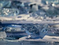 Москвичка проплыла подо льдом Байкала 85 метров и установила мировой рекорд