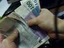 Средняя зарплата кыргызстанцев составила почти 18 тысяч сомов