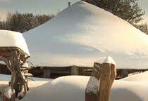 «Обновиться, зарядиться»: мужчина построил дом-звездолёт для «связи с космосом»