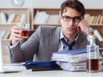 Названы самые «пьющие» и «непьющие» профессии