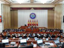 Парламент проведет слушания по проекту новой Конституции