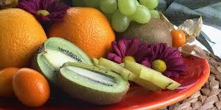 Диетолог предупредила об опасности вечернего поедания фруктов