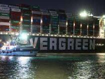 Президент Египта распорядился начать разгрузку контейнеровоза, который застрял в Суэцком канале