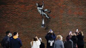 Бэнкси подтвердил свое авторство граффити на здании Редингской тюрьмы
