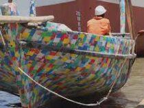 Лодку из пластика создали в Кении