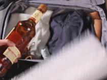 Носки и шарф помогут сохранить стеклянную бутылку в целости