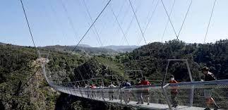 Самый длинный в мире пешеходный подвесной мост открыли в Португалии