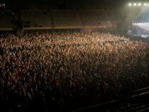 Без дистанции, но в масках: экспериментальный рок-концерт в Барселоне оказался удачным