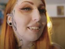 Женщина немало потратилась, чтобы стать похожей на вампирскую куклу