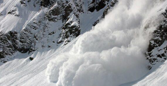 Наавтодороге Ош— Сарыташ— Иркештам сошла снежная лавина. Проезд закрыт
