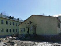 Строительство школы в селе Озерное продолжается