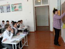 Учащиеся 14 школ Бишкека временно переведены на онлайн-обучение