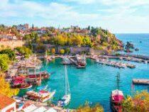 Турция вакцинирует всех работников туристической отрасли