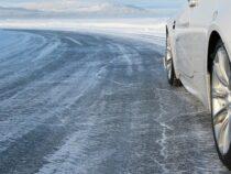 Не выезжать на летней резине в горные районы призывает водителей Минтранс