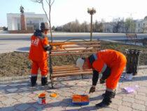 ВБишкеке начали мыть улицы, остановки, заборы, скамейки ифонтаны