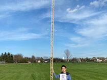 Юный рекордсмен построил самую высокую башню из палочек от эскимо