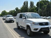 Кыргызстану передали 8 санитарных машин