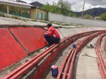 В Нарыне ремонтируют центральный стадион «Ала Тоо»