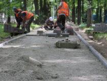 В Бишкеке ведется реконструкция сквера «Физкультурный»