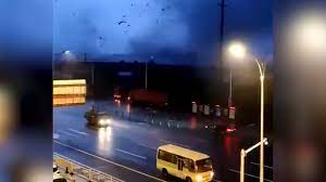 Разрушительный торнадо в Ухани: шесть человек погибли, сотни пострадали