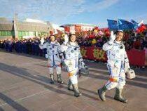 Китай впервые отправил тайконавтов к строящейся орбитальной станции
