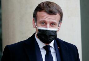 Президент Франции получил оплеуху