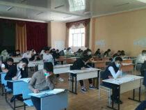 27 выпускников Бишкека получили золотые сертификаты по ОРТ
