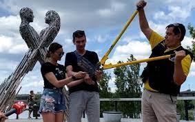 Пара из Харькова сняла цепь и продает ее за $3 млн