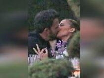 «Ну наконец-то!»: Джей Ло и Бен Аффлек застигнуты папарацци за поцелуем