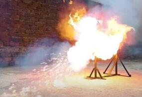 Гигантская пуля из спичек никуда не полетела, но загорелась эффектно