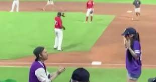 Спортсмен сделал предложение девушке во время матча и получил отказ