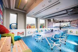 Google перестанет пускать в свои офисы по всему миру непривитых сотрудников.