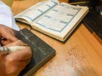Саудовский скульптор высек текст Корана на 30 мраморных плитах