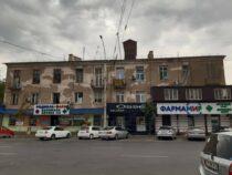 Фасад дома наулице Киевской вБишкеке, который портил вид, отремонтировали