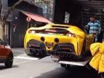 Курьеры уронили дорогущий Ferrari во время разгрузки