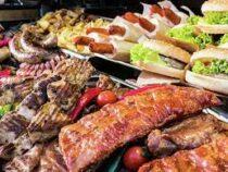 Учёные выяснили, на сколько минут сокращает жизнь съеденный хот-дог