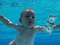 Выросший младенец с обложки альбома Nirvana подал в суд на музыкантов группы