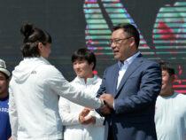 Олимпийские медалисты  получили деньги, ордена и машины