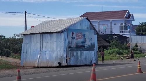 Очевидцев удивил дом, самостоятельно ползущий по улице