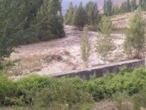 В Сокулукском районе прорвало высокогорное озеро Акпай в ущелье Белогорка