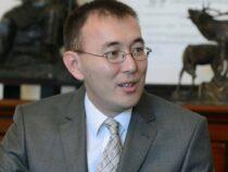 Жогорку Кенеш принял отставку главы Нацбанка