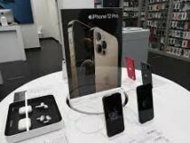 Корпорация Apple сняла три модели iPhone с продажи